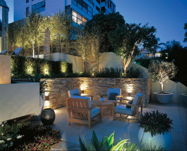 Come illuminare il giardino ville casali