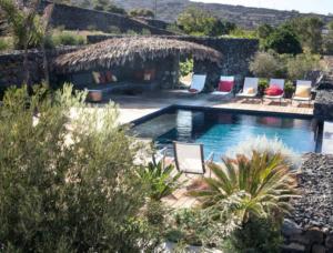 piscina e cactus pantelleria