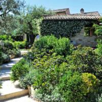 Un giardino a stanze nel cuore delle Marche