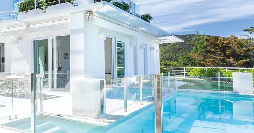 La villa total white sull isola d elba il progetto di for Arredare una villa