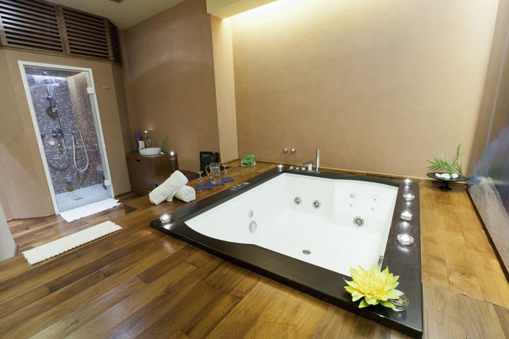 Arredare il bagno con la vasca idromassaggio ville casali - Bagno con vasca ...