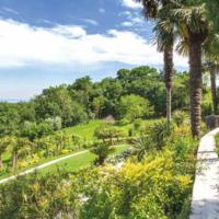 Garda: l'agriturismo immerso nel giardino sempre verde