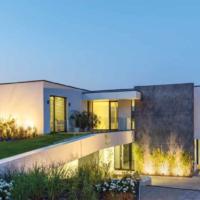Minimalismo e geometrie per una villa a Budapest