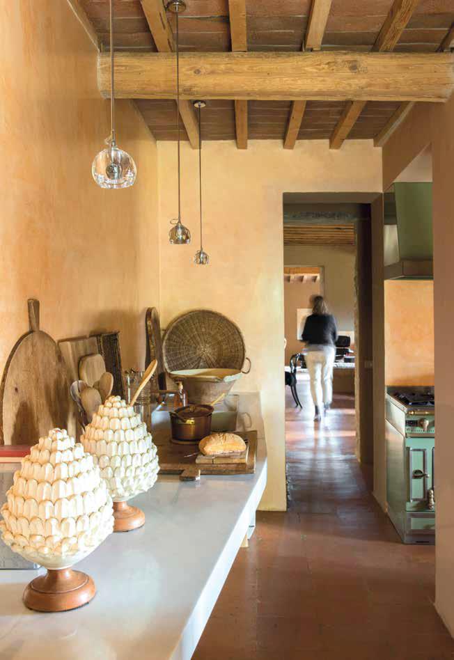 Toscana il nuovo design di un casale di campagna ville for Interni di casali