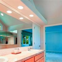 I consigli per scegliere l'illuminazione adatta per il bagno