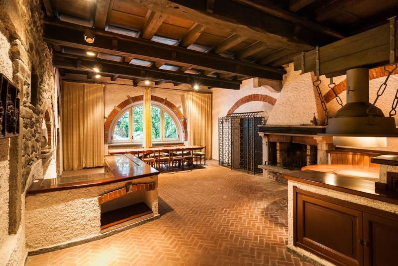 Progettare la taverna come scegliere i materiali ville for Arredare una taverna rustica
