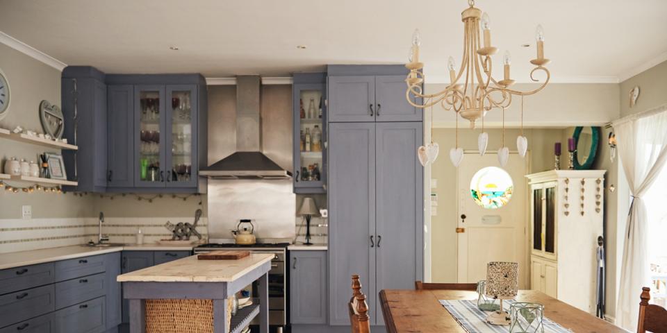 Come arredare la cucina in stile provenzale ville casali for Arredare la cucina