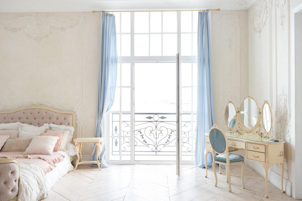 I consigli per arredare in stile barocco moderno ville for Ville stile moderno
