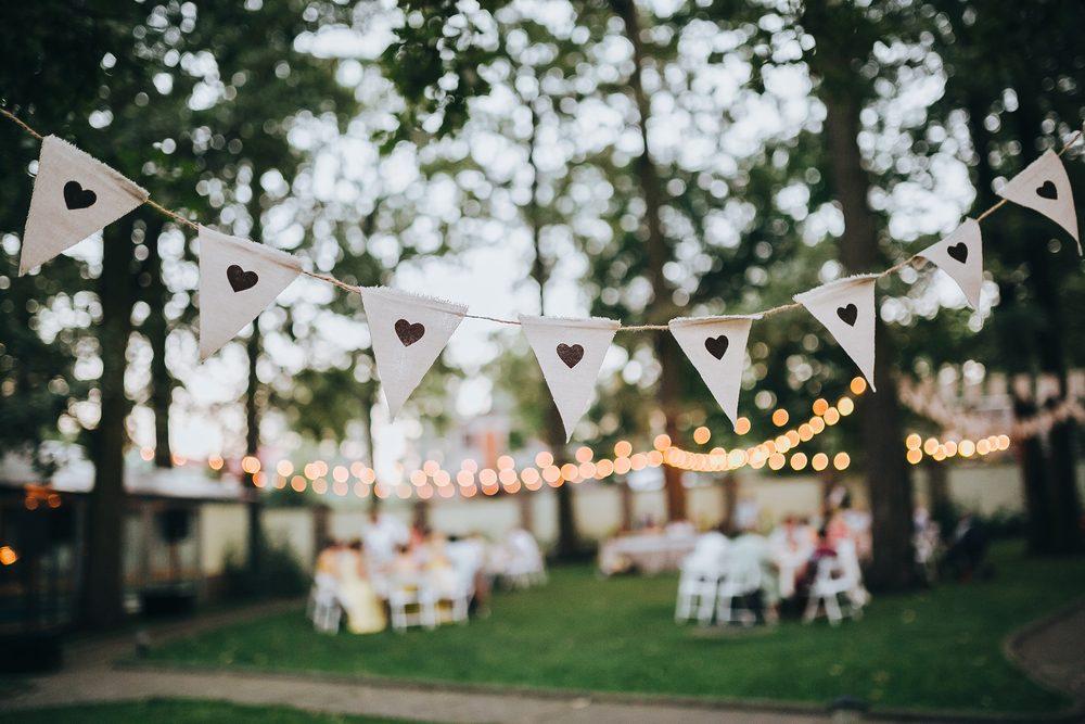Materiali naturali ed elegante semplicità. Niente cristalli e lustrini. Il  matrimonio country richiede coerenza con la ... d3d6a85ee24