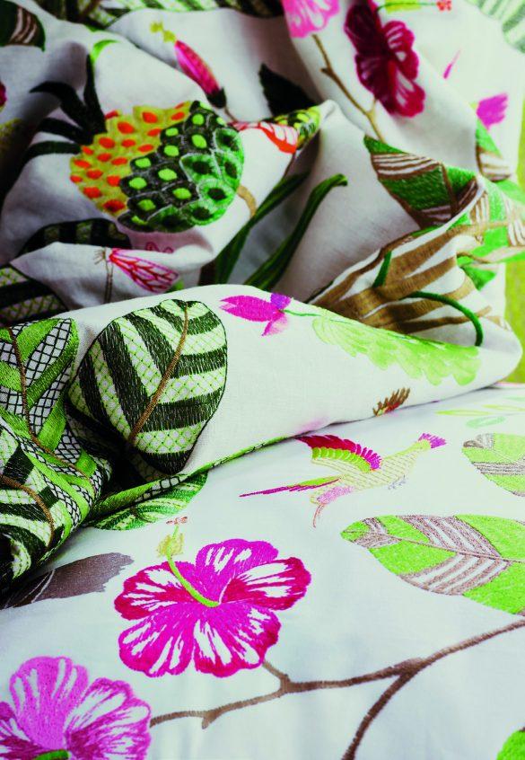 Cangianti sfumature verde lime e verde menta e un brillante fucsia sono le dominanti dei tessuti Maracatu, ideali per realizzare cuscini e imbottiti.