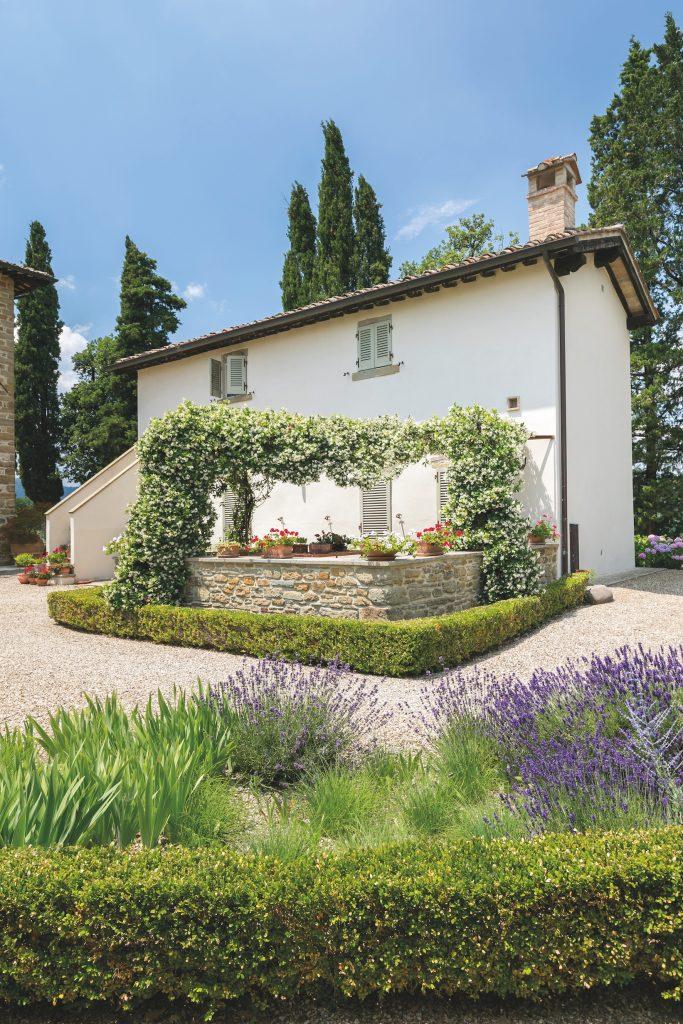 Un giardino moderno unisce tradizione e geometrie ville for Giardino moderno