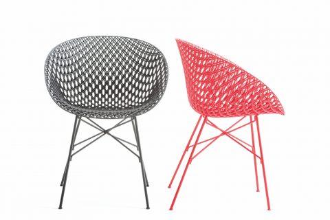 Matrix di Tokujin Yoshioka è una sedia ad alto contenuto tecnologico. Realizzata in resina acrilica presenta una struttura tridimensionale dal grande effetto scenico. Disponibile in diverse combinazioni di colori, ha una forma semplice ed essenziale.