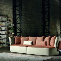 Ninfea, disegnato dalla designer Giovanna Azzarello, è il divano dalla forma avvolgente. Componibile, e realizzato con rivestimento in tessuto o pelle, si distingue per la silhouette arrotondata e accogliente.