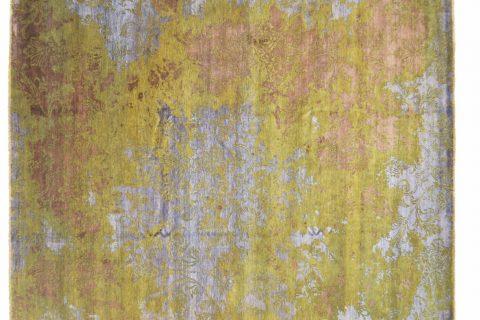 Il tappeto Bhadohi cattura per la profondità del disegno che sembra una scultura a 3 dimensioni. In lana degli Yak e seta si caratterizza per la finissima annodatura. Un complemento d'arredo dal grande impatto decorativo.