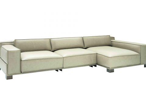Disegnato da Massimo Iosa Ghini Belmond è un divano dalle dimensioni importanti. Modulare e componibile ha cuscini di grande formato riposizionabili ed è studiato per adattarsi a tutti gli spazi. Le pelli, soffici al tatto, e i raffinati tessuti donano al prodotto un carattere di assoluta eccellenza.
