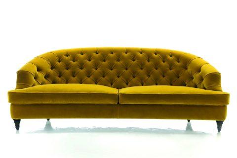 Il divano Savon fa parte della collezione Mood. Disponibile con diversi rivestimenti, e anche nella versione letto, ha schienale e seduta ultra comodi. L'imbottito è un compromesso stilistico di qualità fra linee del passato e design contemporaneo.