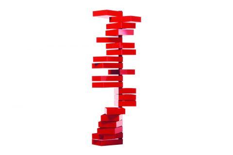 Revolving Cabinet di Shirō Kuramata venne disegnato nel 1970. Il mobile a 20 cassetti, in materiale plastico acrilico lucido rosso, rotanti attorno a un supporto verticale in metallo, è ancora in produzione ed è considerato un pezzo iconico del design moderno esposto in diversi musei del design.