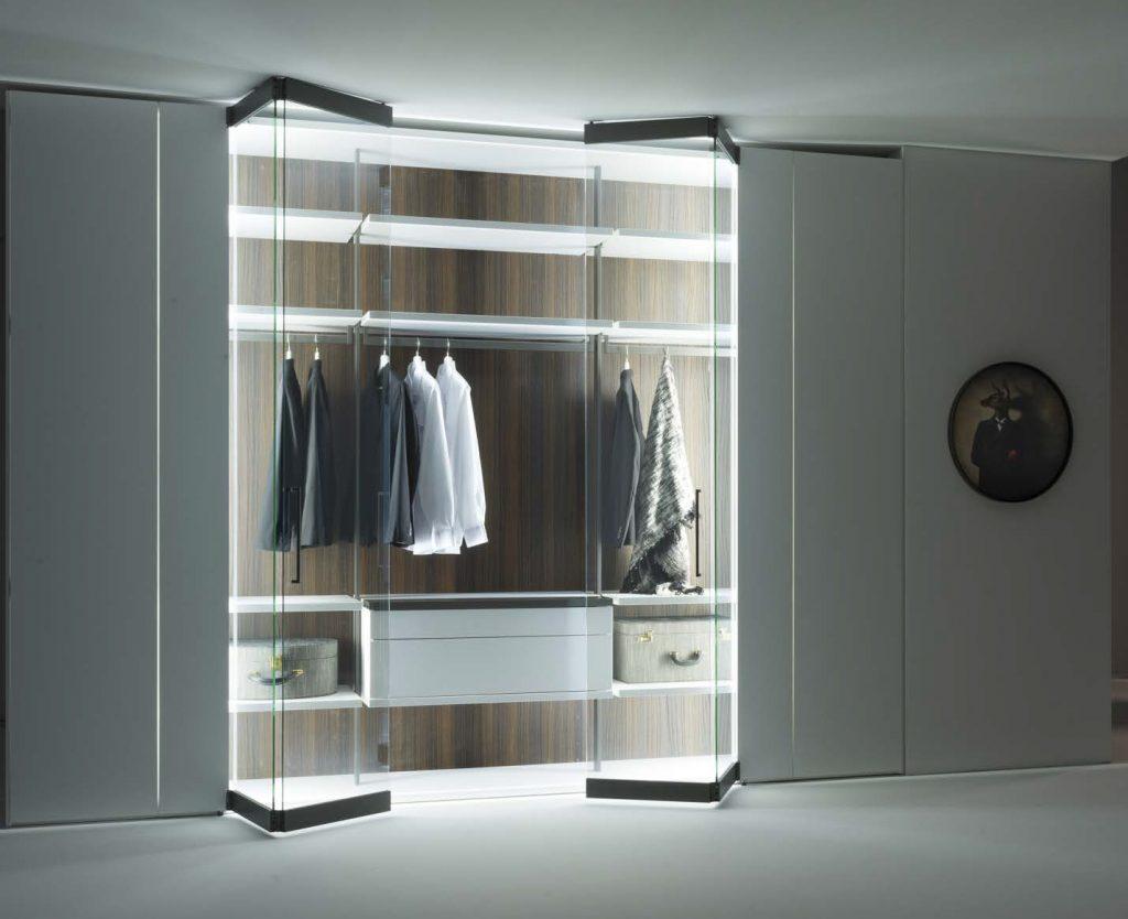La cabina armadio diventa high tech e sfrutta la domotica | Ville&Casali