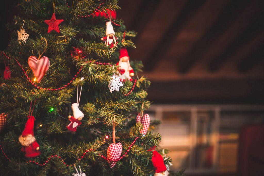 Il regalo di Natale sotto l'albero