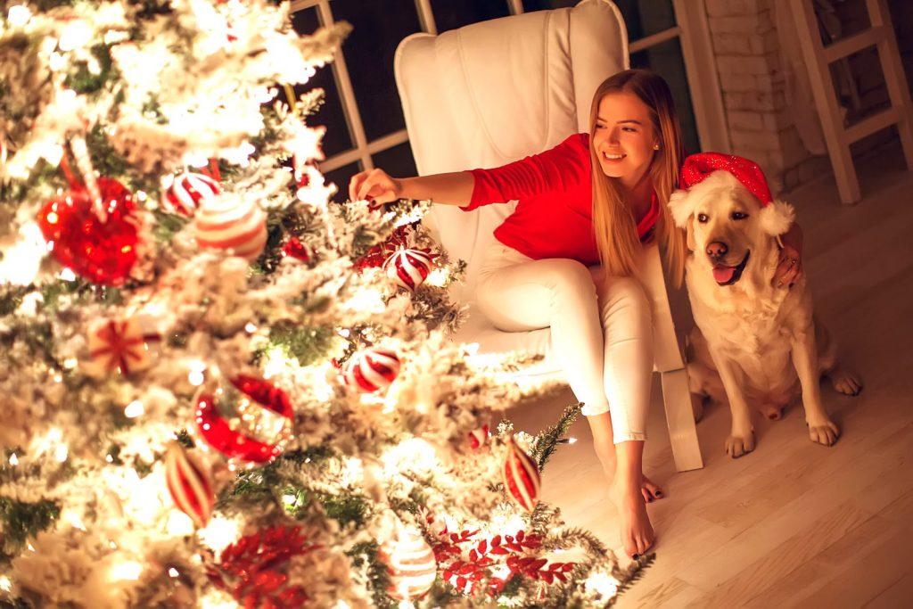 Addobbare l'albero di Natale con gusto e calore