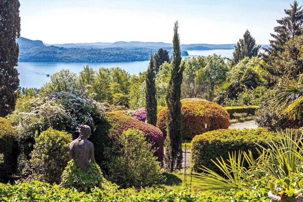 forme e colori nuovi per un giardino antico degli anni 20 con piante integrate