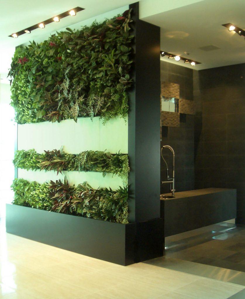 I giardini verticali mantengono la temperatura, purificano l'aria e svolgono un'ottima funzione di isolazione acustica