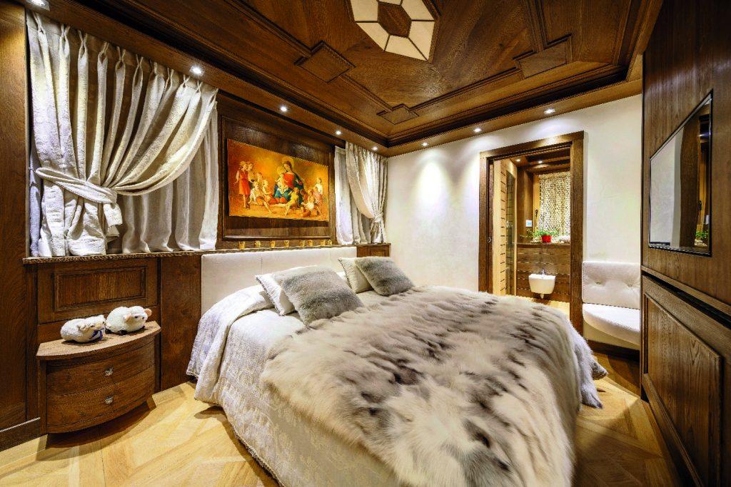 Una casa in montagna ristrutturata tra stile tradizionale for Casa moderna ristrutturata