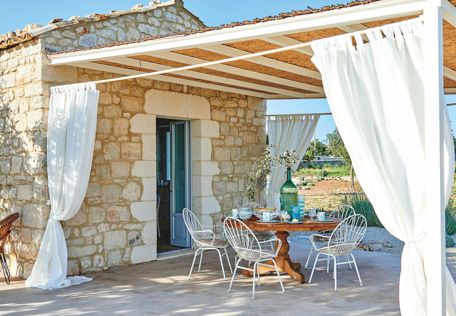 Ville casali arredamento interni design architettura for Interni case country