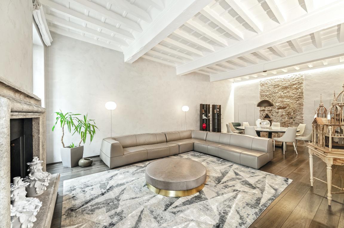 Il tempo obbligato da trascorrere tra le mura domestiche ci permette di riflettere sulla possibilità di rendere la nostra casa più bella e confortevole con un tappeto di Morandi Tappeti