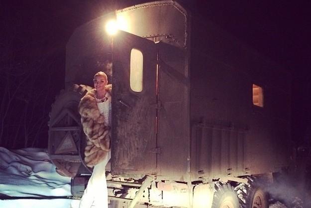 Анастасия Волочкова в бане на колесах