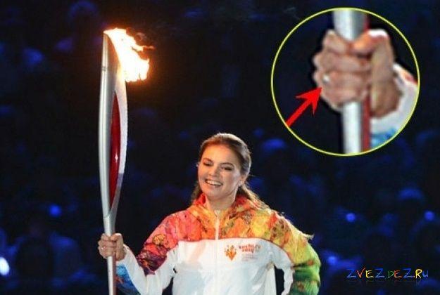 Алина Кабаева с олимпийским факелом