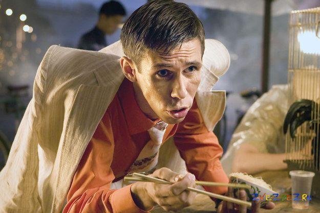 Алексей Панин устроился работать продавцом поп-корна в кинотеатре Казахстана