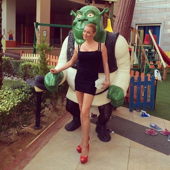 Анастасия Волочкова и Шрек. Фото instagram.com/volochkova_art/