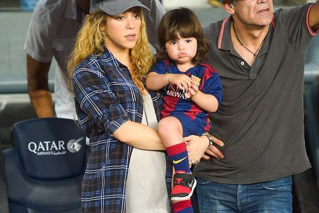 Беременная Шакира пришла на футбол с сыном Миланом