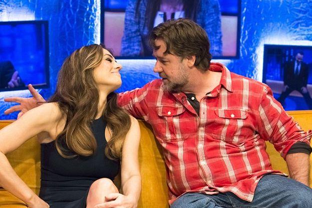 Рассел Кроу поцеловал Элизабет Херли во время телешоу