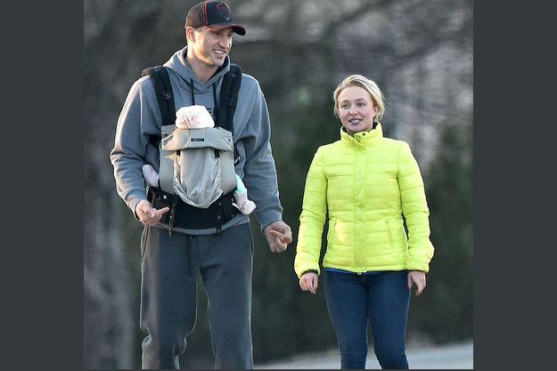Владимир Кличко и Хайден Панеттьери на прогулке с дочерью Кайей-Евдокией