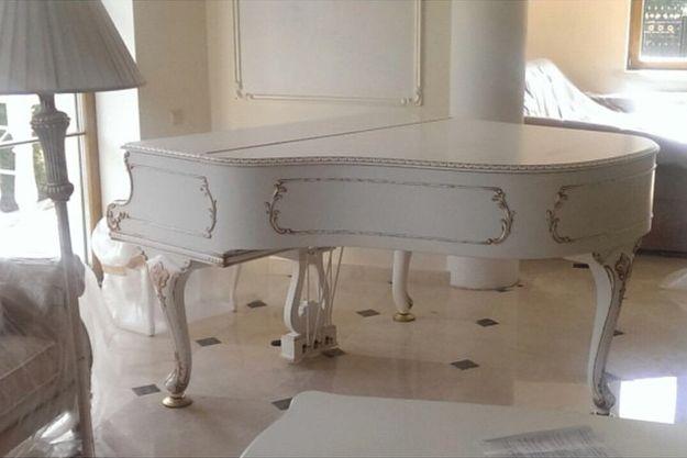 Басков презентовал Волочковой красивый белый рояль