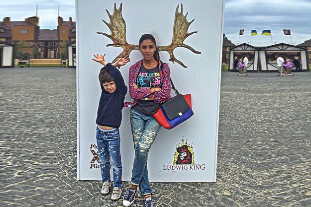 Санта Димопулос продемонстрировала фанатам развесистые рога
