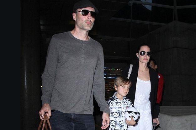 Анджелина Джоли бросила Брэда Питта с детьми в Лондоне