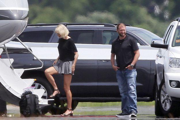 Тейлор Свифт и Том Хиддлстон улетели вместе на частном самолете