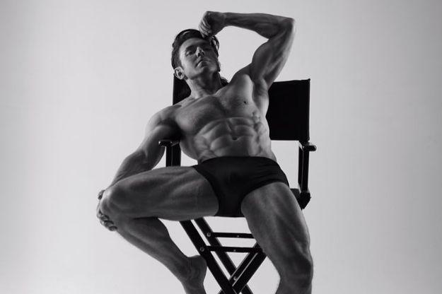мужчин фото малахова андрея на стуле азалия