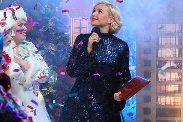 Полина Гагарина засветила беременный живот на «Песне года»
