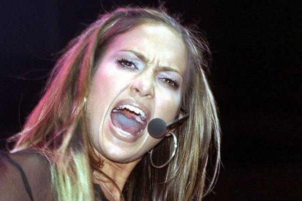 Дженнифер Лопес подала в суд на фаната