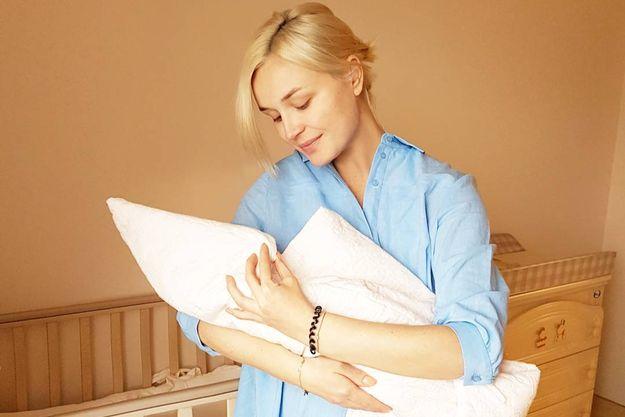 Полина Гагарина поделилась с поклонниками первым фото с новорожденной дочкой