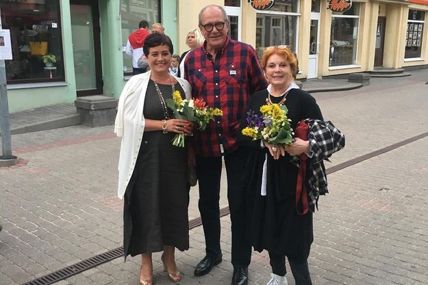 Эммануил Виторган с женой и Кларой Новиковой