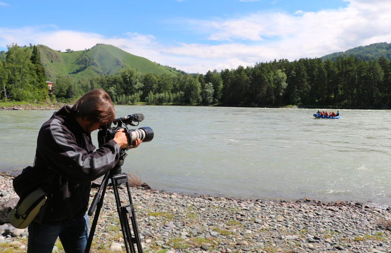 Телеканал «Россия 24» показал фильм Алексея Михалева «Алтайский край: след на Земле»