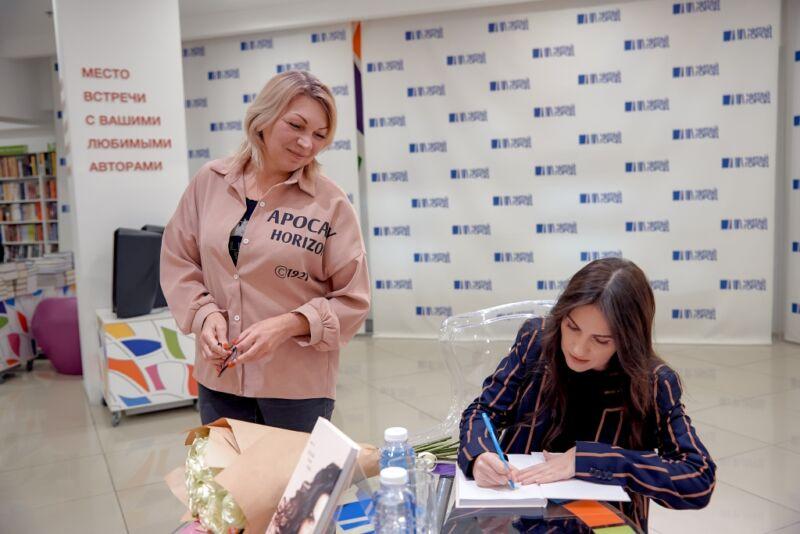 Звезда инстаграма Анетта представила свою книгу «Сделай себя сама»