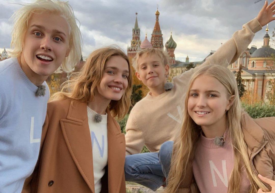 В шоу Ивана Урганта модель Наталья Водянова призналась, какая у нее настоящая фамилия