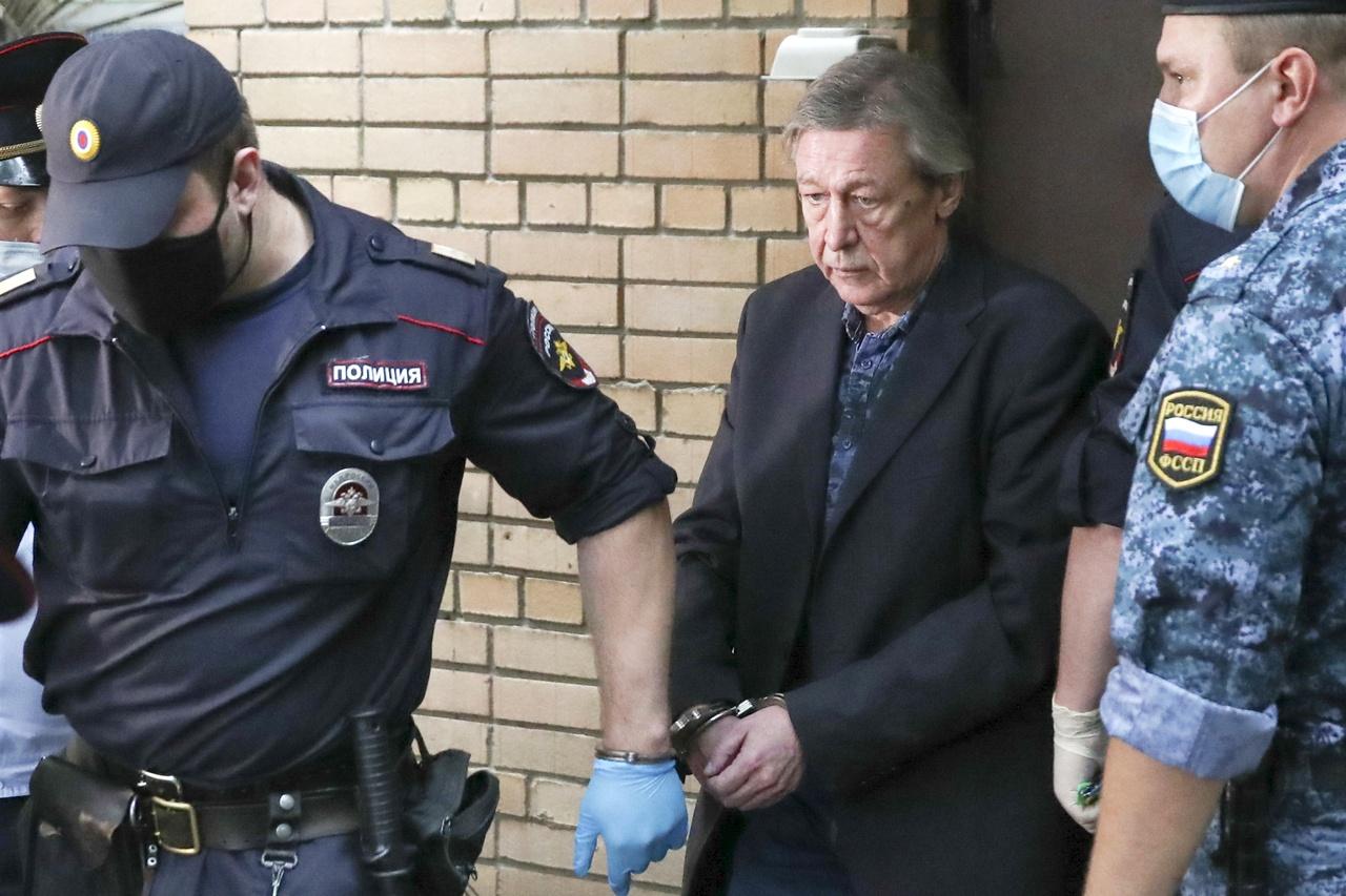 Адвокат Ефремова прокомментировал информацию об освобождении актера из зоны