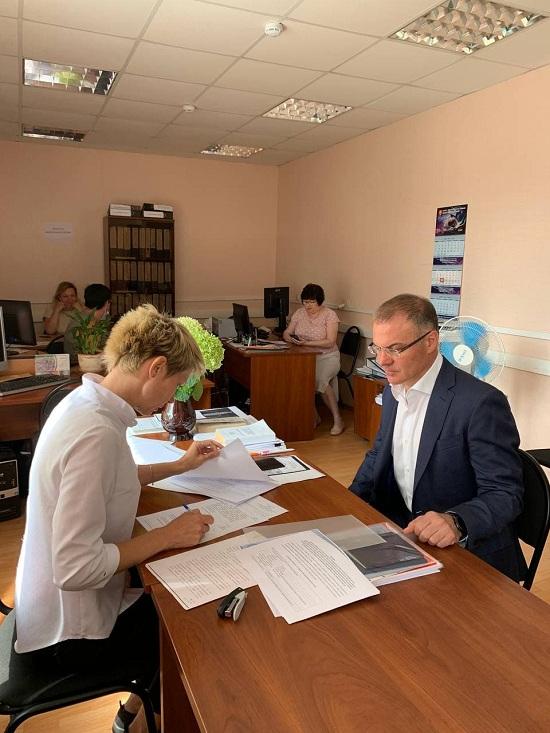 Собирать наказы избирателей продолжит после подачи документов в избирком Александр Коган